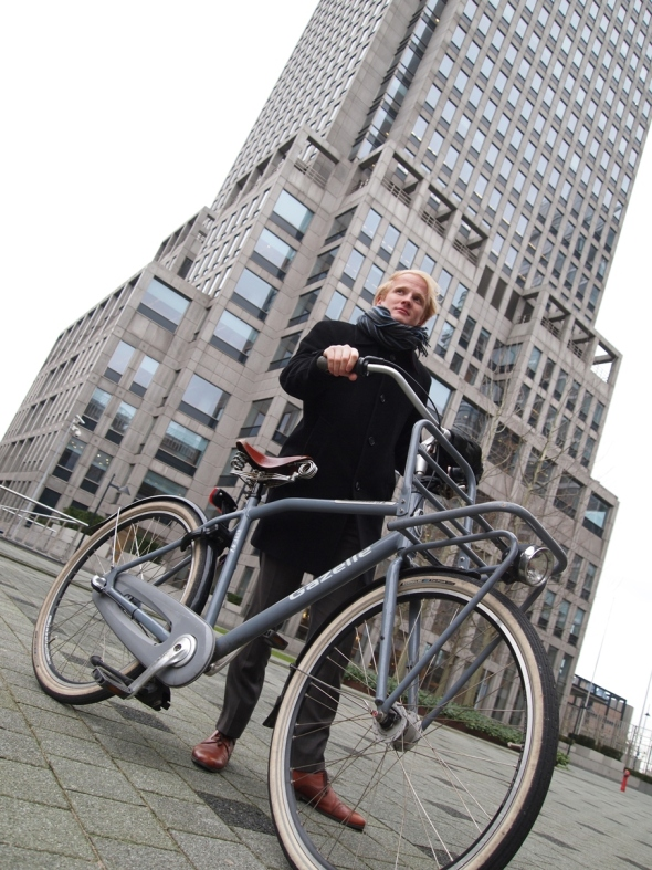 Cycle Chic: Eske the consultant cycles in his suit to work