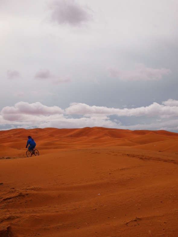 Cycling in the Moroccan dessert