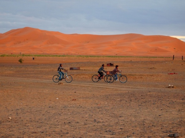 Cycling through the Moroccan dessert