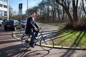 Cycle Chic: the resigned prime minister Mark Rutte on his ladies bike